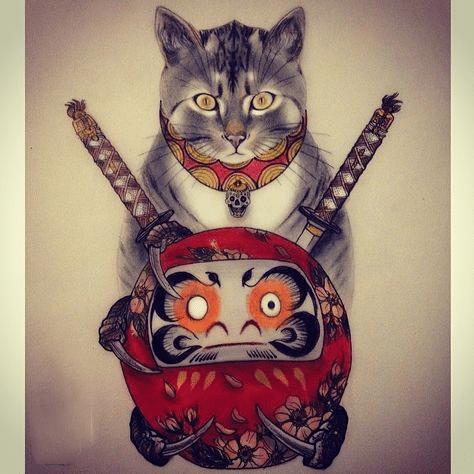 Mèo thần tài và daruma xăm lên người để thêm phần may mắn