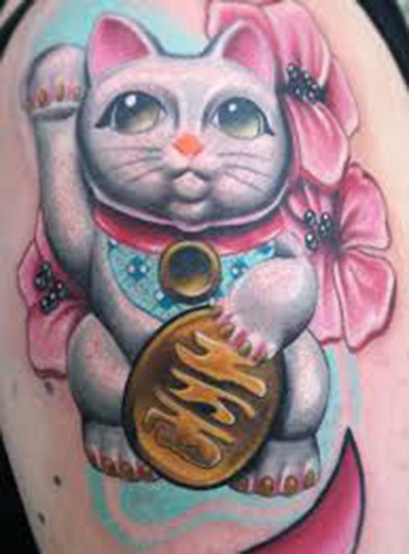 Hình xăm mèo thần tài ở bắp tay